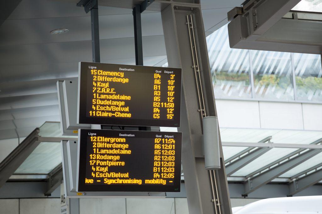 Affichage des départs en temps réel dans une gare routière